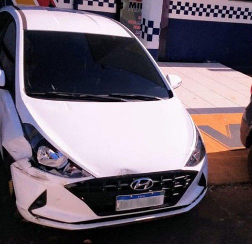 Carro roubado foi recuperado pela polícia