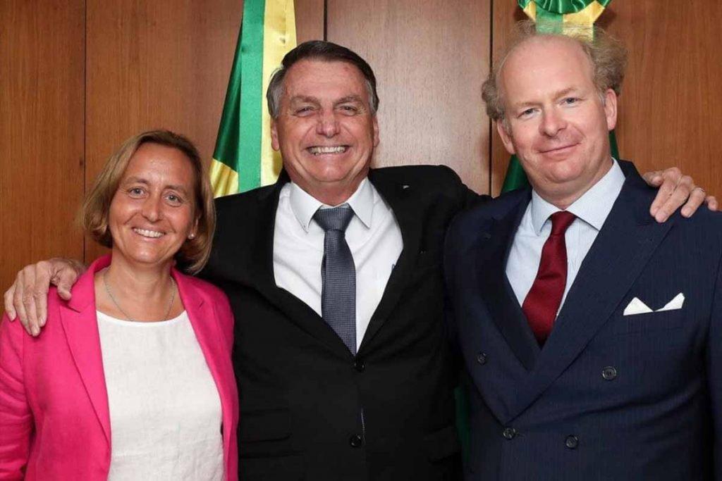 Presidente Jair Bolsonaro (sem partido) recebeu a deputada Beatrix von Storch, vice-líder do partido Alternativa para a Alemanha. Grupo é acusado de propagar ideias neonazistas.