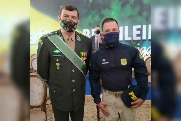 Comandante do Exército, general Paulo Sérgio Nogueira de Oliveira, posa com diretor-geral da PRF, Silvinei Vasques