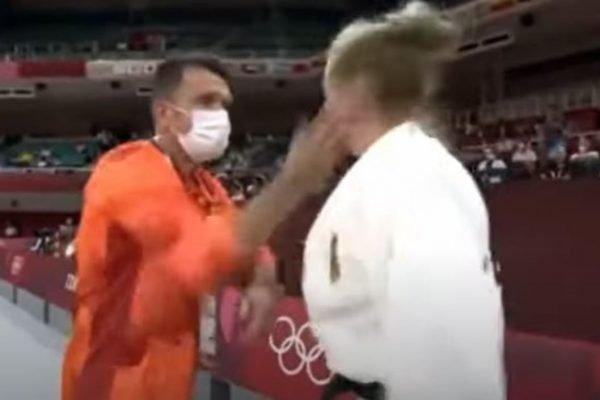 Martyna Trajdos recebendo tapas do treinador