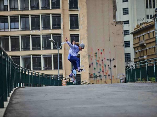Rayssa Leal com skate em campanha da Nike