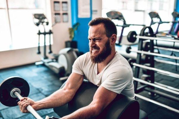 homem academia exercício
