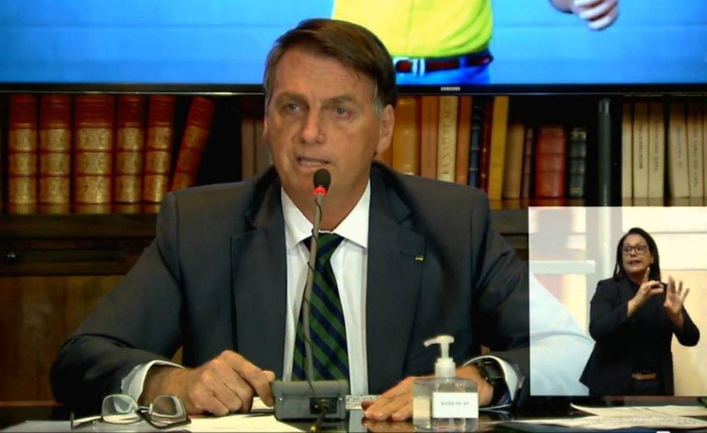 Bolsonaro faz live para denunciar fraude nas urnas