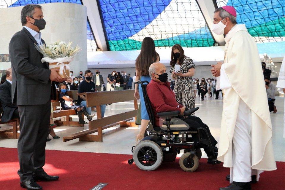 Secretário André Clemente comemora aniversário em missa na Catedral