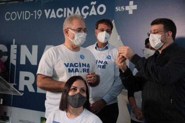 Ministro da Saúde Marcelo Queiroga esteve na Maré para dar esclarecimentos sobre a vacinação em massa 11