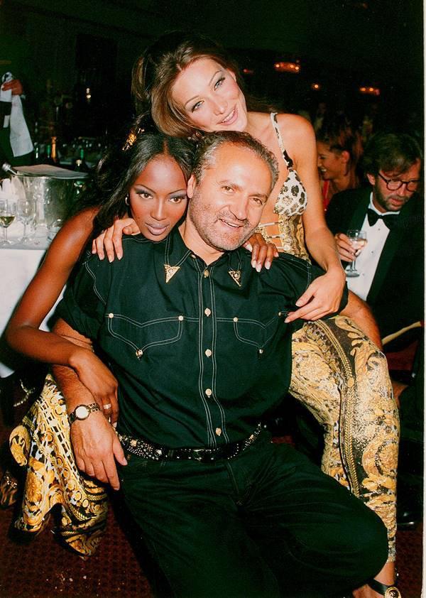 Naomi Campbell, Carla Bruni e Gianni Versace