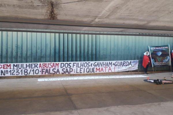 Mães protestam contra LAP