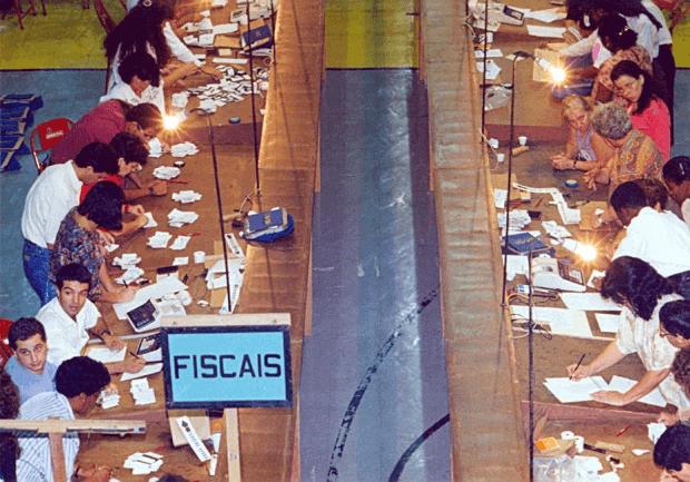 Apuração de votos do plebiscito que decidia a forma de governo para o país em SP, 1993
