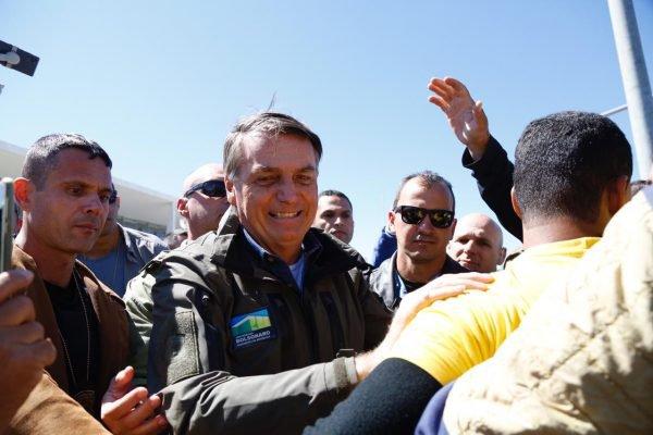 Motociata organizada pelo presidente Jair Bolsonaro cruza a Esplanada dos Ministérios na manhã desde domingo (08:08), Dia dos Pais 11