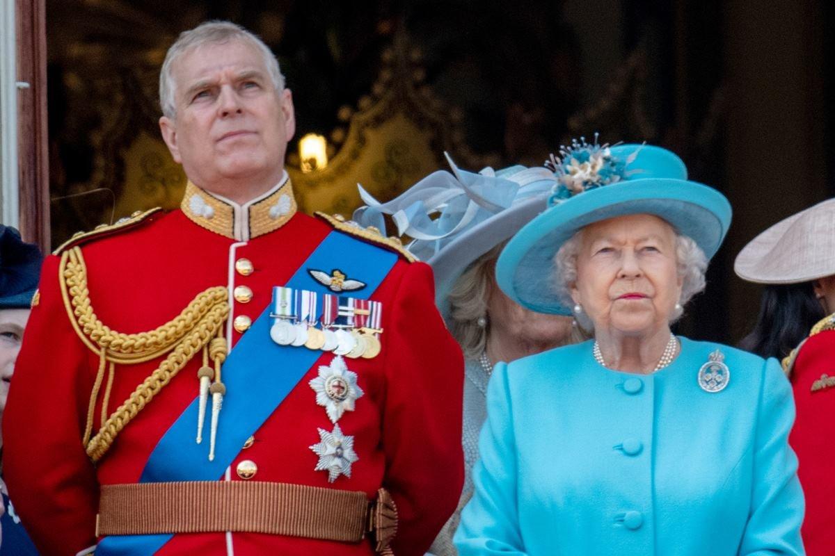 Príncipe Andrew e rainha Elizabeth