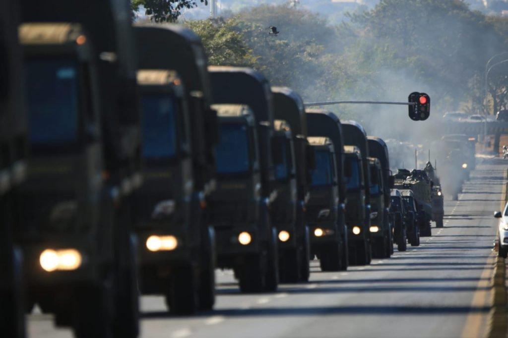 Ato contra o desfile militar na frente do Palácio do Planato