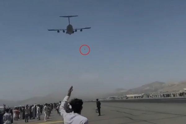 Pessoas caem de avião em tentativa de fuga do Afeganistão