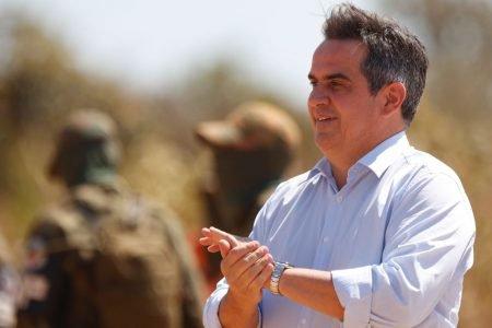 ministro Ciro Nogueira Demonstração operativa dos fuzileiros navais da operação Formosa durante agenda do presidente bolsonaro 2