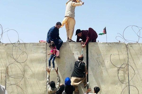 o grupo extremista Talibã conquistou o Afeganistão e assumiu o controle do palácio presidencial do país