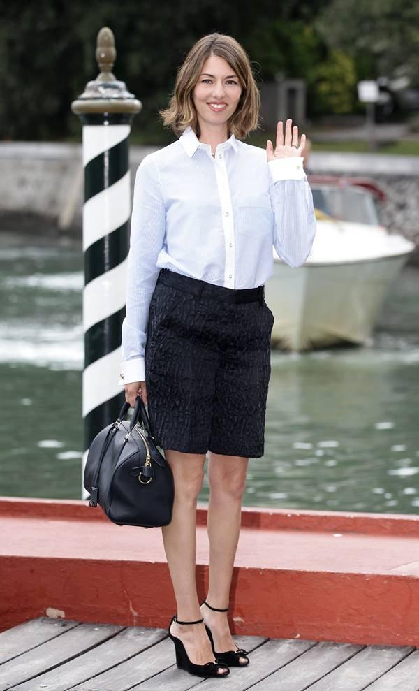 Sofia Coppola com bolsa SC, da Louis Vuitton