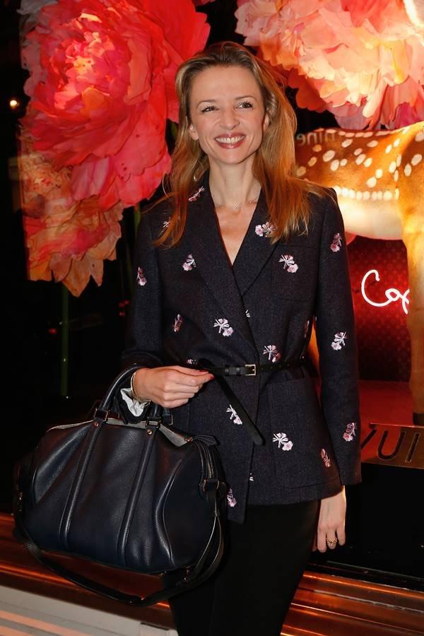 Delphine Arnault com bolsa SC, da Louis Vuitton