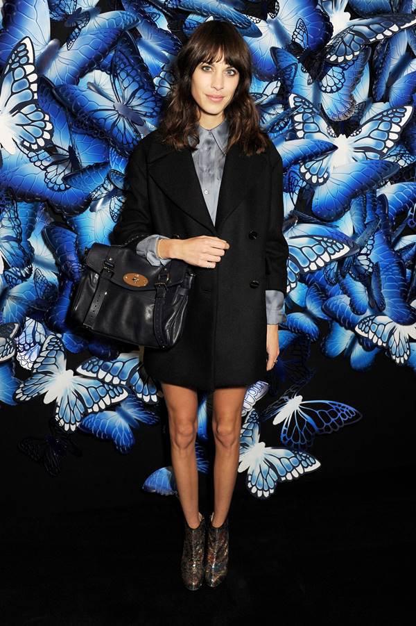 Alexa Chung com bolsa Alexa, da Mulberry
