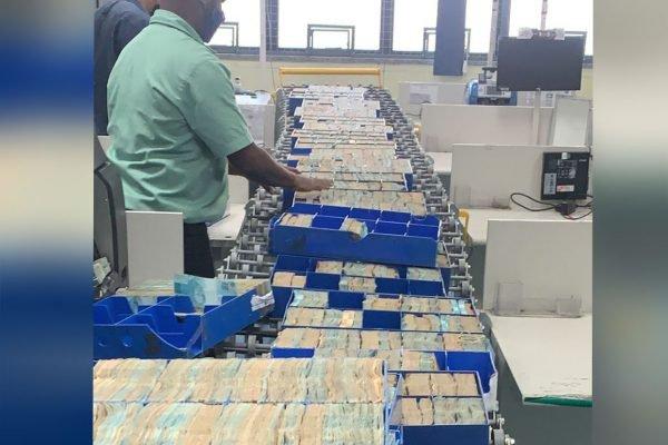 Dinheiro apreendido pela PF na operação Kryptos no Rio de Janeiro
