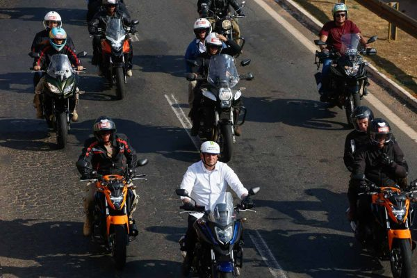 Bolsonaro participa de primeira motociata em Goiânia 11