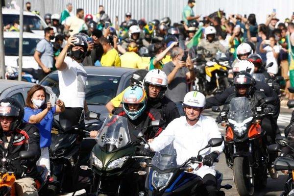 Bolsonaro participa de primeira motociata em Goiânia 10