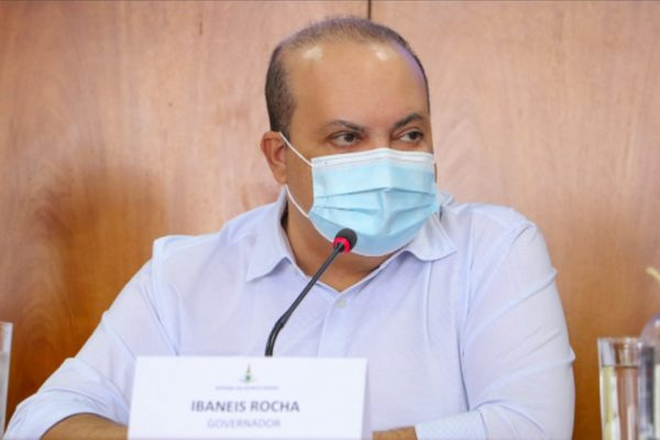 Ibaneis Rocha em coletiva de imprensa