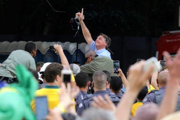 O presidente Jair Bolsonaro (Sem Partido), durante discurso para apoiadores na manifestação contra o STF na Avenida Paulista 9