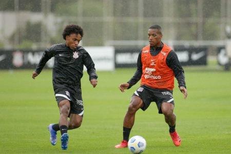 Willian treina no Corinthians