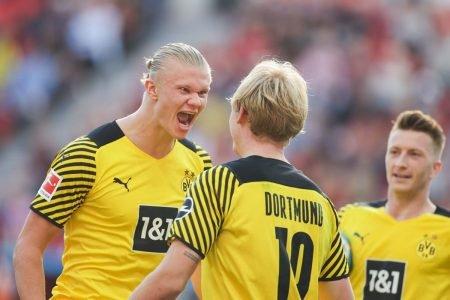 Haaland comemora gol contra Leverkusen