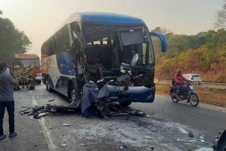 Colisão na BR-060 deixa cinco pessoas feridas