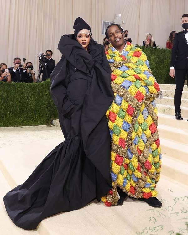 Rihanna e A$AP Rocky no Met Gala 2021