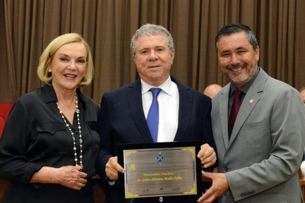 Celso Silveira Mello Filho (C) com a esposa, Maria Luiza Meneghel