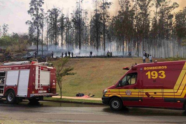 Queda de avião mata sete pessoas e prova incêndio