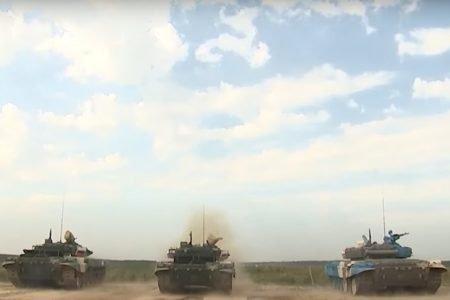 Corrida de tanques nos Jogos Militares Mundiais, na Rússia