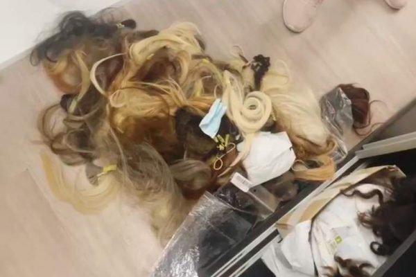 Uma caixa de cabelos, de baixo valor, não foi levada pelos suspeitos