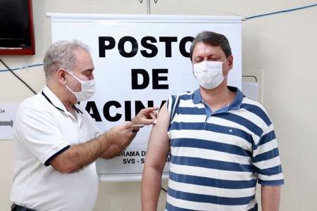 Marcelo Queiroga vacina Tarcísio Gomes de Freitas contra a Covid