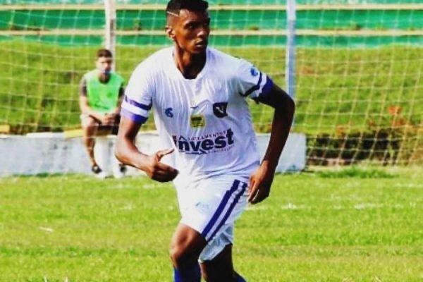 Willian Santana, de 21 anos, é ex-zagueiro do Sinop Futebol Clube, e foi rendido por quatro homens na frente de uma casa em Sinop, Mato Grosso