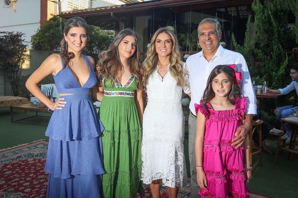 Maria Eduarda, Maria Júlia, Lorena, Marcelo e Maria Fernanda Maia