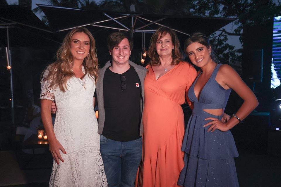 Lorena Maia, Rafael Rodopoulos, Marina Rodopoulos e Maria Eduarda Maia