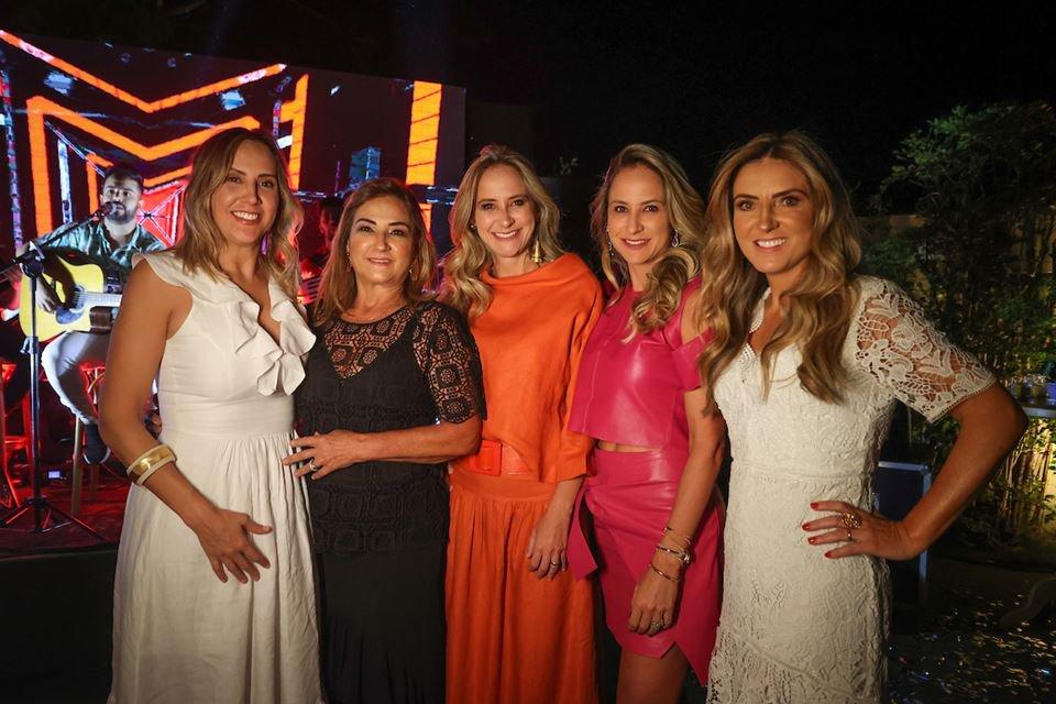 Patrícia Monteiro, Lorena Maia, Patrícia Almeida, Juliana e Luciana Araújo