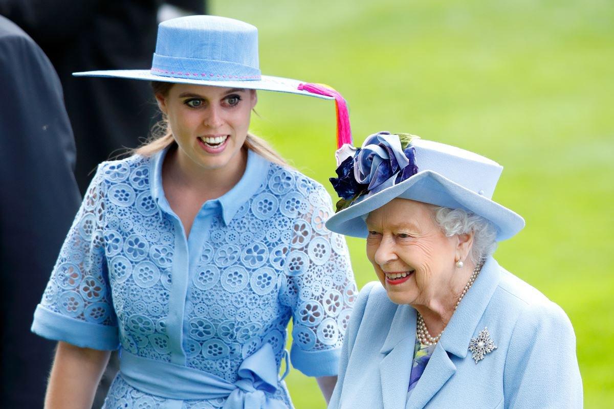 Princesa Beatrice e rainha Elizabeth