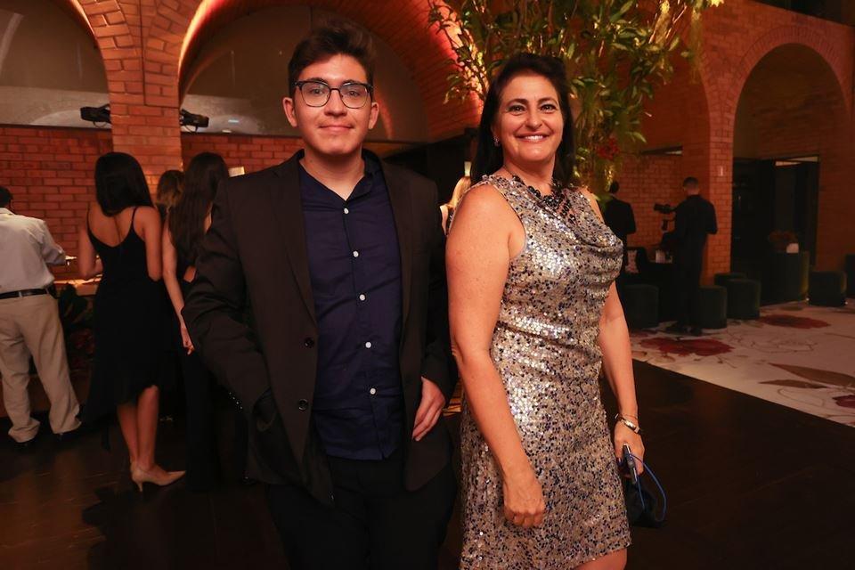 Lucas e Keila Alves