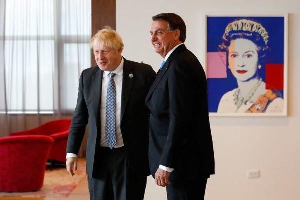O presidente Jair Bolsonaro acompanhado do primeiro-ministro do Reino Unido, Boris Johnson
