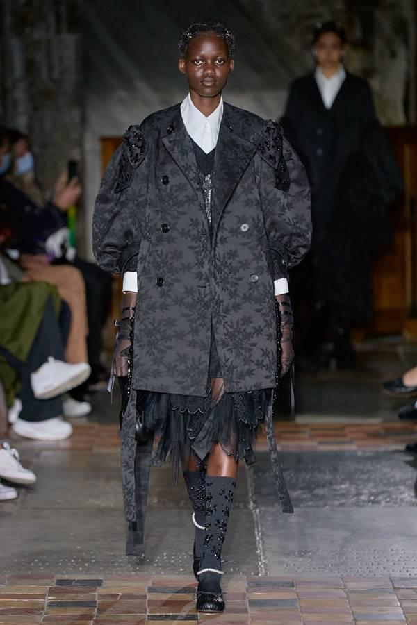 Look by Simone Rocha, de primavera/verão 2022, na Semana de Moda de Londres