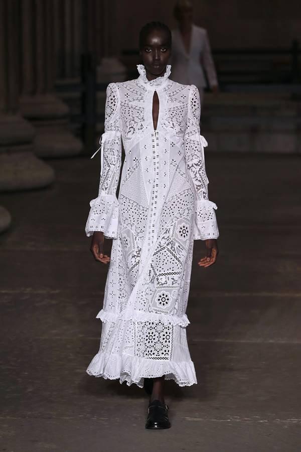 Look da Erdem no London Fashion Week de primavera/verão 2022