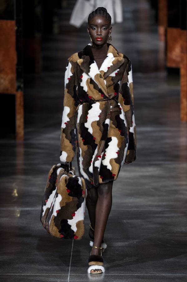 Passarela da Fendi de primavera/verão 2022 no Milão Fashion Week