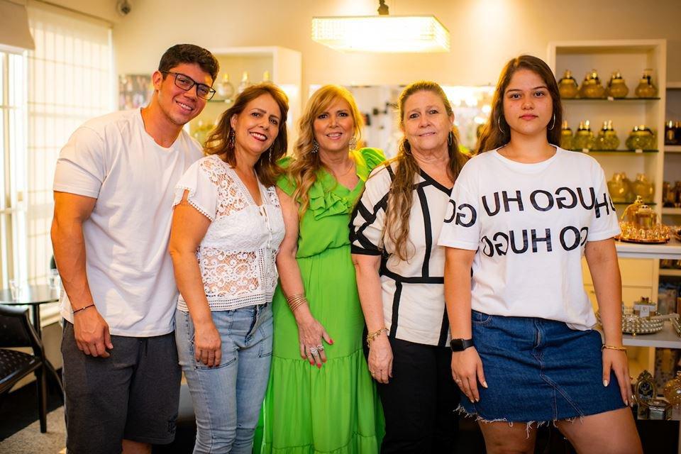 Thales Faccin, Franceneli Faccin, Simone Novaes, Maísa Novaes e Luiza Faccin