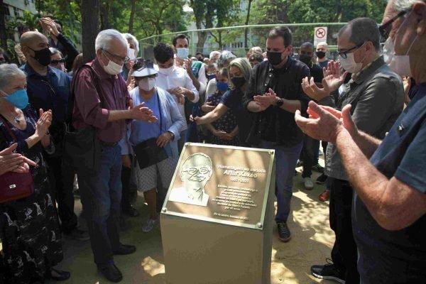 Prefeitura do Rio homenageia o jornalista Arthur Xexéo em Praça de Copacabana