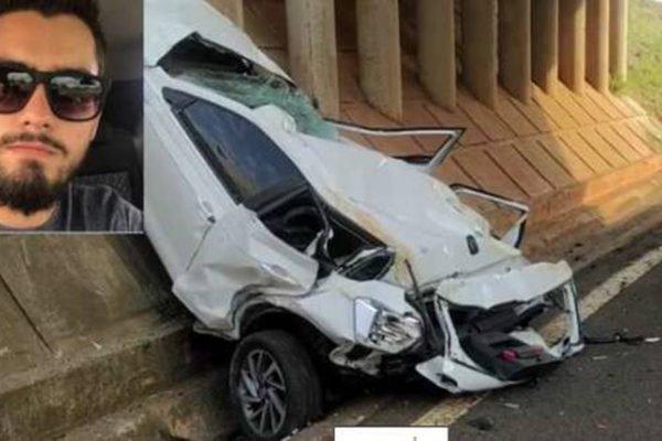 Carro amassado após acidente