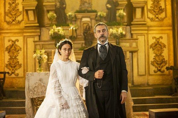 Dolores (Daphne Bozaski) e Tonico (Alexandre Nero) em Nos Tempos do Imperador