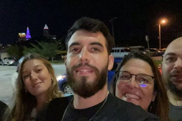 João Pedro Elisei Marchezani, de 23 anos, está há quase um mês internado em estado crítico após ter sido baleado na cabeça em Chicago, nos Estados Unidos.